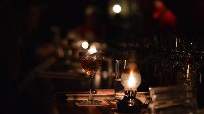 Tragos de autor y gastronomía de excelencia, cuáles son los bares speakeasy que abrieron sus puertas en Buenos Aires (Shutterstock.com)