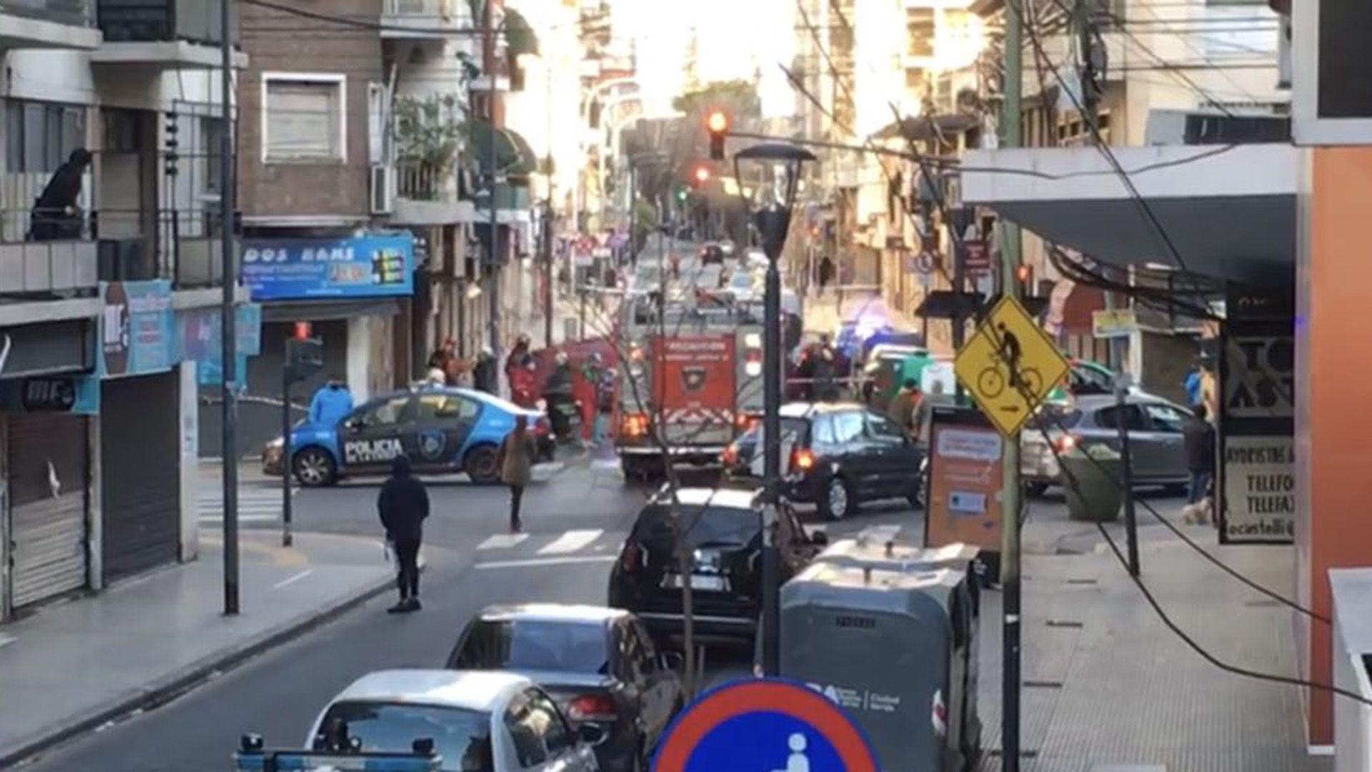 Una mujer con sus dos hijos murieron tras caer desde un noveno piso en Balvanera