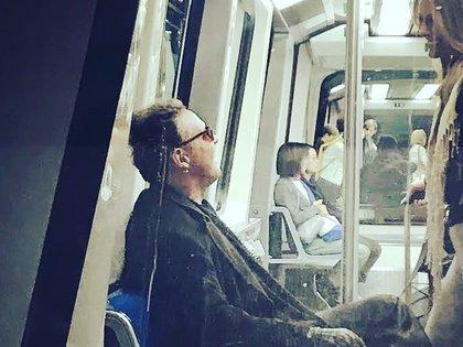 Luis Miguel se vio relajado en el trayecto en el tren automático subterráneo (IG: pistaspro)