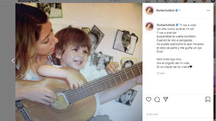 Florencia Bertotti junto a su hijo, Romeo (Foto: Instagram)