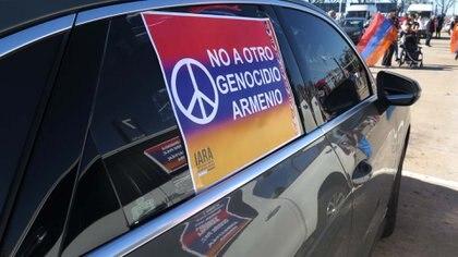 """Bajo el lema """"No a otro genocidio armenio"""", la iniciativa también se replicó en otros puntos del país y de Sudamérica (Foto: Gustavo Gavotti)"""