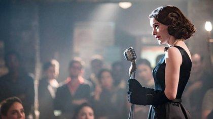 "Midge (Rachel Brosnahan), en una escena de la serie ""The Marvelous Mrs. Maisel"""