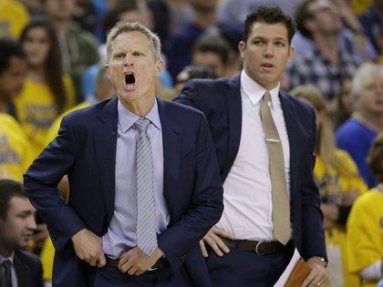 Luke Walton fue asistente de Steve Kerr en Golden State Warriors (AP)