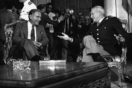 """Galtieri y Alexander Haig en la reunión donde conversaron """"de general a general"""" (Foto: Víctor Bugge)"""
