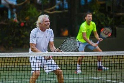 Se conoce que el CEO de Virgin domina el tenis, ha competido en maratones, triatlones e incluso ha logrado escalar el pico de la montaña más alta de Europa occidental, el Mont Blanc (Instagram)
