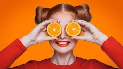 La naranja es muy conocida por su gran contenido de Vitamina C, pero, a demás de la vitamina, tiene muchas más propiedades beneficiosas para nuestro organismo.