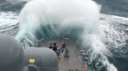 """Según los """"papeles secretos del ARA San Juan"""" la tripulación del ARA San Juan debió soportar holas de más de seis metros de altura cuando debían salir a superficie."""