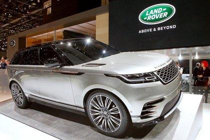 Un nuevo SUV para la compañía pionera en la fabricación de SUV. El Range Rover Velar se presentará en Argentina en 2018, pero antes pasó por Ginebra. Expresa un lenguaje de diseño minimalista, elegancia en la sencillez, tecnología, pureza y distinción (REUTERS)