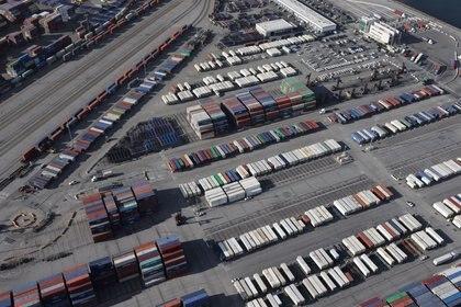 Contenedores en un puerto en Los Angeles, California (REUTERS/Lucy Nicholson)