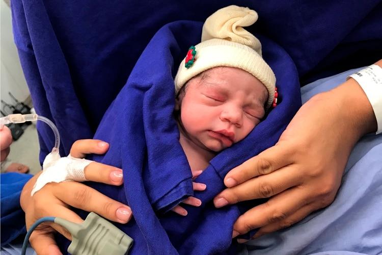 Resultado de imagen para Primer bebé concebido en un útero trasplantado de una mujer muerta en el Brasil