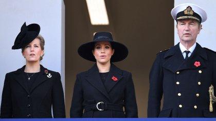 Sophie de Wessex, Meghan Markle y Tim Laurence en el Remembrance Day Service