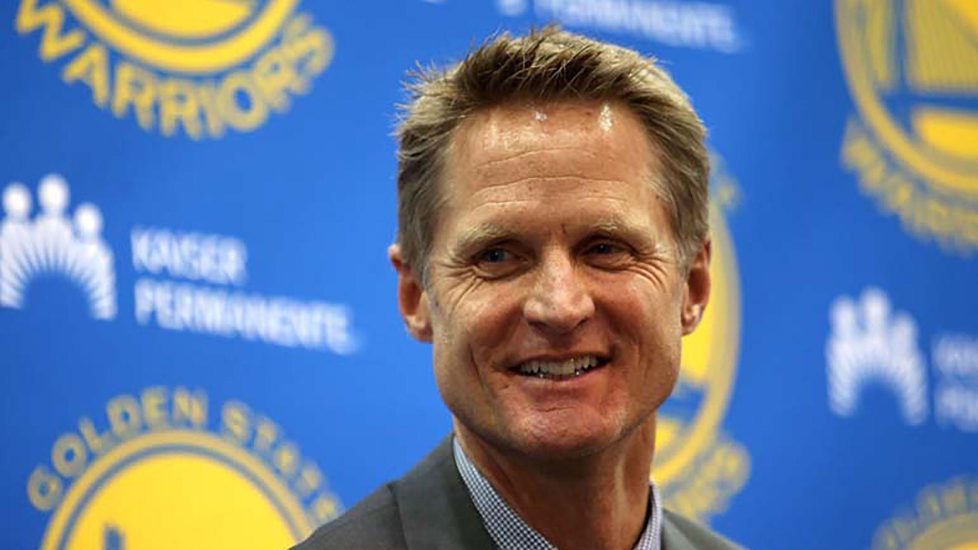 Steve Kerr, el entrenador que guío a los Warriors a tres campeonatos en cuatro años en la NBA