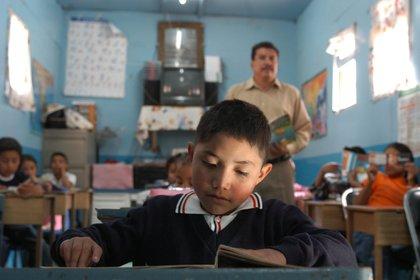 Un niño estudia en la provincia de Jujuy
