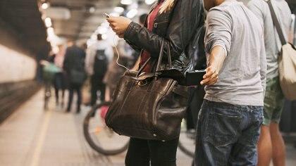 Si olvidaste el celular te damos los pasos para encontrarlo, sin embargo si te lo robaron no busques a los ladrones, mejor borra tus datos vía remota, también te decimos cómo Foto: (Archivo)