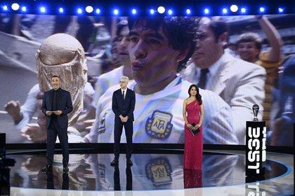Hubo un homenaje a Diego Armando a Maradona en plena ceremonia (Reuters)