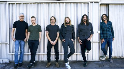 """""""Yo soy el general y los otros muchachos de la banda son como mi ejército"""", dijo Dave Grohl acerca de la dinámica grupal de Foo Fighters (Danny Clinch)"""