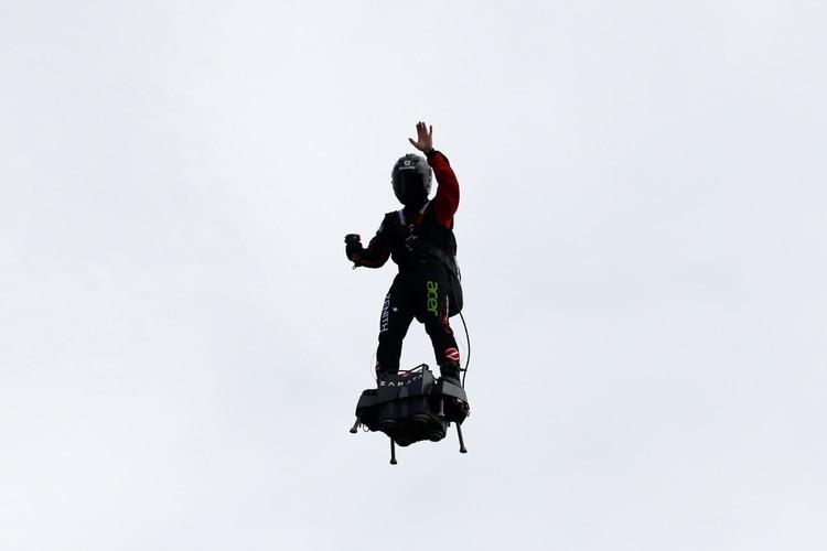 Zapata saluda a la gente (Reuters/ Pascal Rossignol)