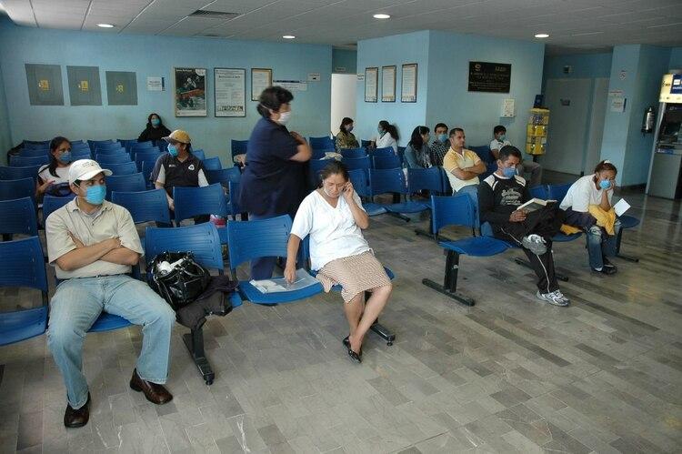 Pacientes en el Instituto Nacional de Enfermedades Respiratorias (Foto: SAÚL LÓPEZ/CUARTOSCURO)