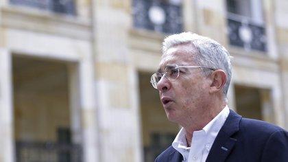 """Uribe reapareció en el Congreso y llamó posible """"legítima defensa"""" los hechos del sur de Cali"""