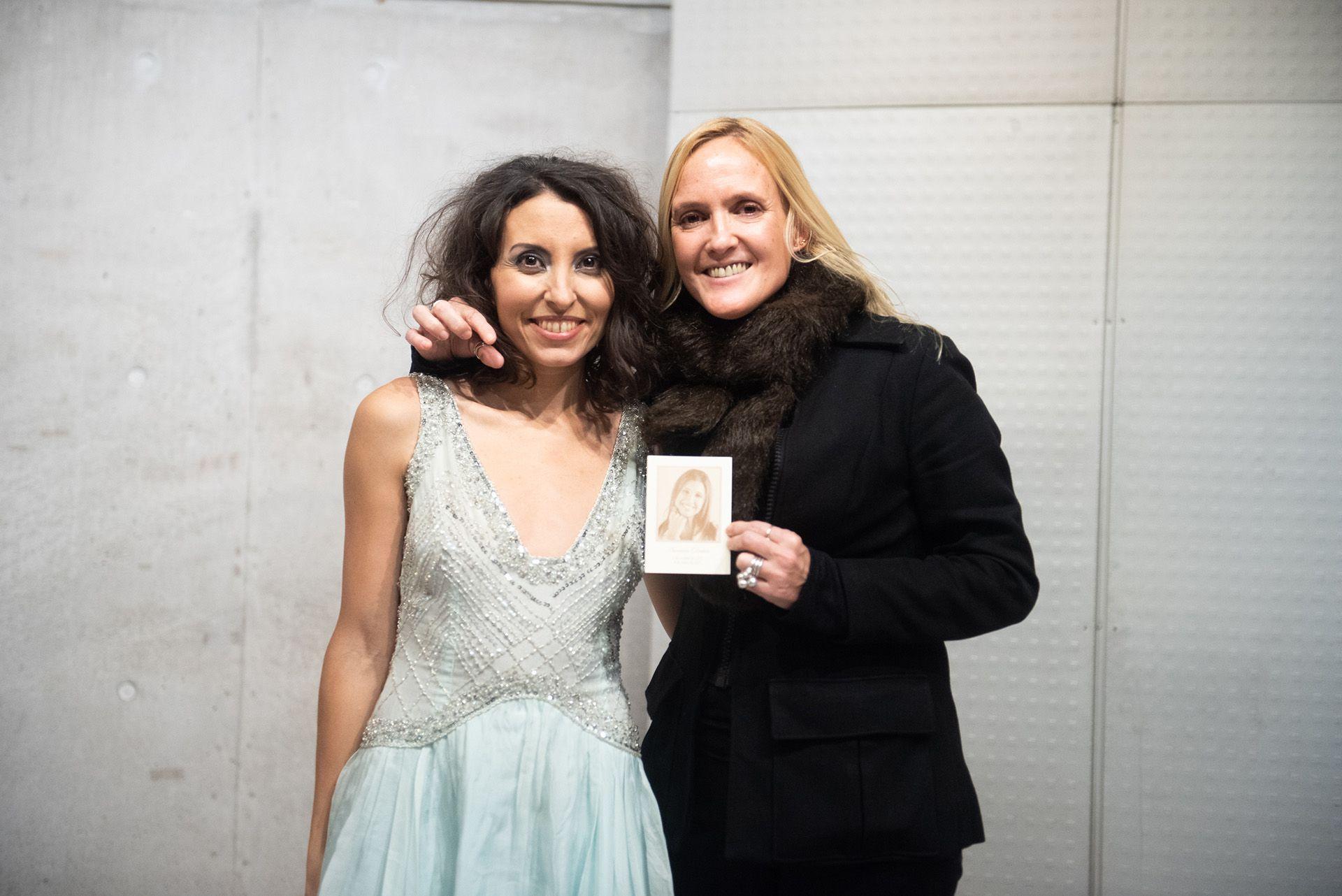 La cantante junto aMaría del Cármen Menéndez, conductora de Mundo Ecléctico