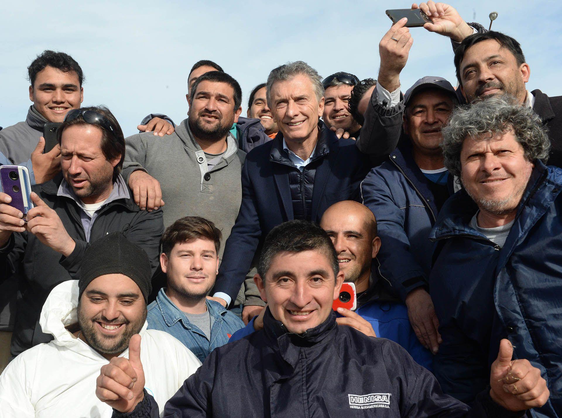 Macri en una recorrida por la Central Nuclear Embalse (Foto: Prensa Presidencia)