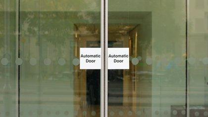 El sistema requiere de puertas automatizadas en los comercios, cámaras con sensores que se valen de inteligencia artificial y un circuito cerrado de televisión (CCTV) (Shutterstock)
