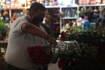 Floricultores aseguraron que si el mercado hubiera cerrado nuevamente, no hubieran soportado un segundo golpe económico. Ciudad de México, mayo 10, 2021. Foto: Karina Hernández / Infobae