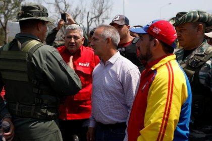 Freddy Bernal con militares y milicianos en la frontera