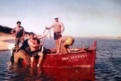 Imagen familiar de los Machado Acosta en las aguas de José Ignacio, donde Nivio aprendió a pescar.