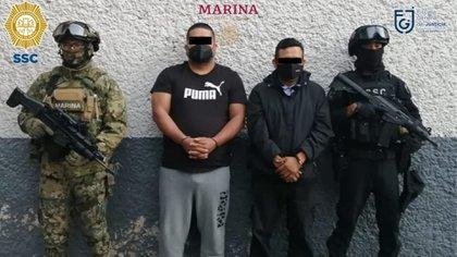 Las órdenes de cateo fueron en dos domicilios distintos junto con agentes de la Marina (Foto: SSC)