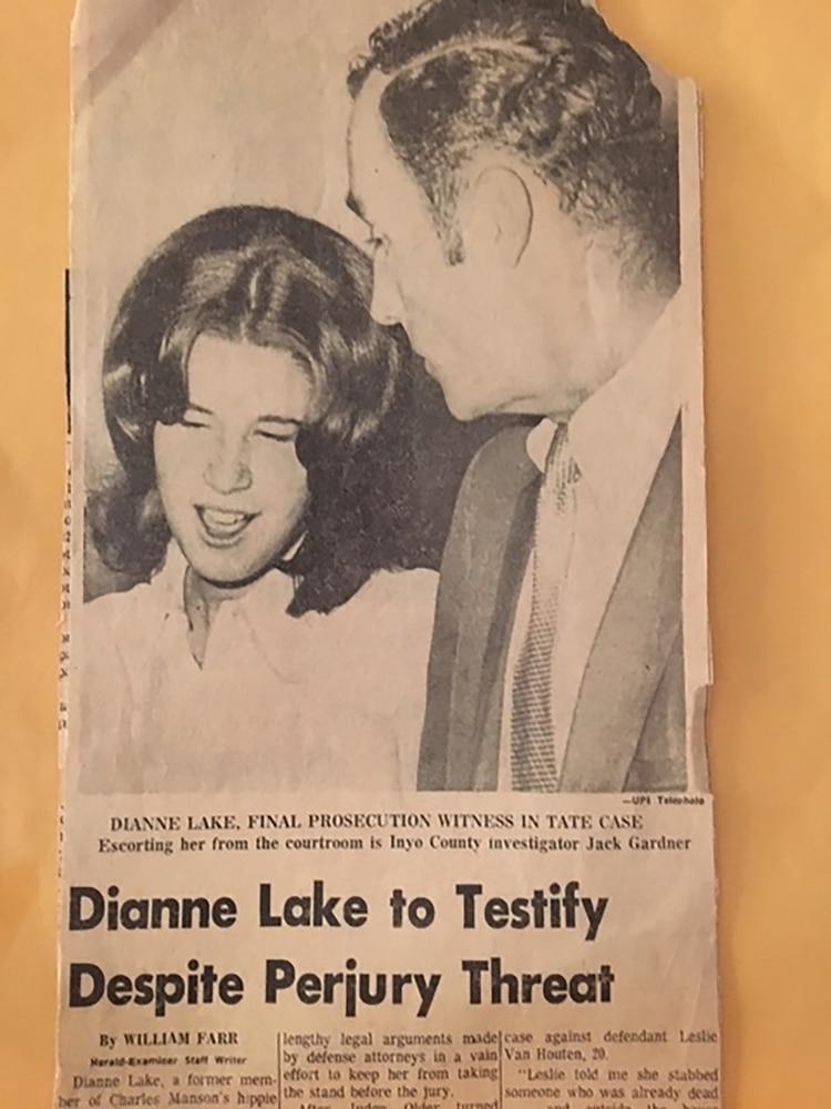 El recorte periodístico sobre el testimonio de Dianne Lake en el juicio contra sus ex compañeros de la Familia Manson