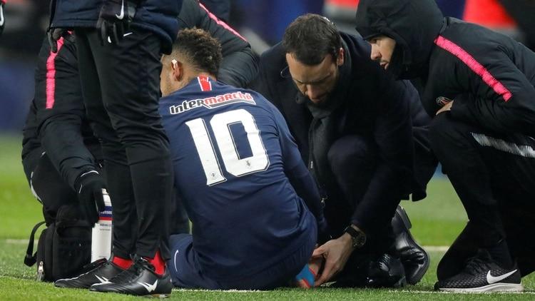 Neymar no jugará los octavos de Champions League (Reuters)
