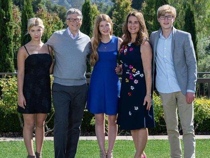 Bill y Melinda Gates junto a sus hijos Jennifer, de 24 años, Rory John, de 21 y Phoebe Adele, de 18 (Instagram@melindafrenchgates)