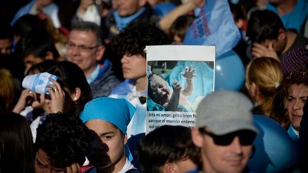 La manifestación se prolongó por varias cuadras y el tránsito de la 9 de Julio fue interrumpido desde el mediodía (Gustavo Gavotti)