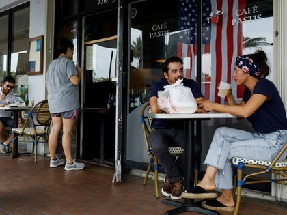 People have lunch at a restaurant, as Miami-Dade County eases some of the lockdown measures put in place during the coronavirus disease (COVID-19) outbreak, in Miami, Florida, U.S., May 18, 2020. REUTERS/Marco Bello