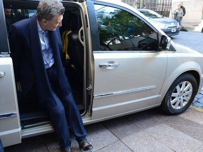 Mauricio Macri fue perdiendo vehículos de su custodia