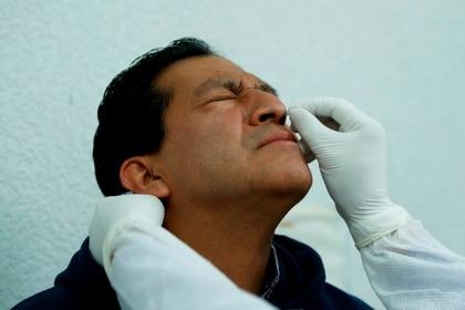 Las autoridades apuntaron que, hasta el 5 de junio, México había procesado unas 300,000 pruebas y tenía disponibles unas 230,000 en la Red Nacional de Laboratorios de Salud Pública. (Foto: EFE/José Méndez)