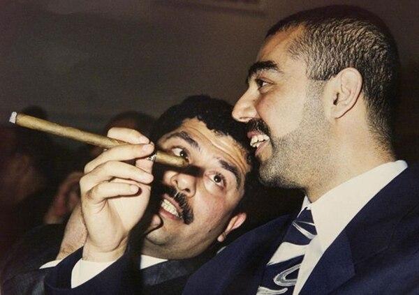 Uday era conocido por su gusto por los cigarros (AFP)