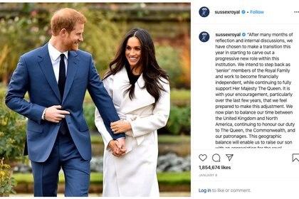 El príncipe Harry y su esposa Meghan Markle utilizaron directamente su cuenta de Instagram para anunciar al mundo que renunciaban a las tareas y los beneficios de la corona.