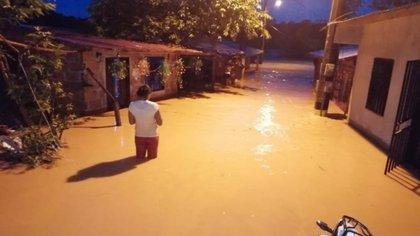 Floods in Zaragoza, Antioquia.  Photo: Zaragoza firefighters.