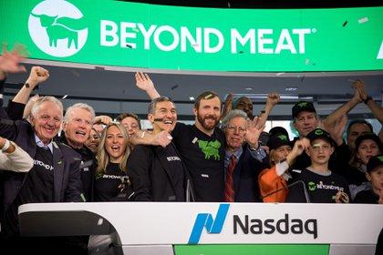 Los ejecutivos de Beyond Meat ayer en el Nasdaq (Bloomberg)