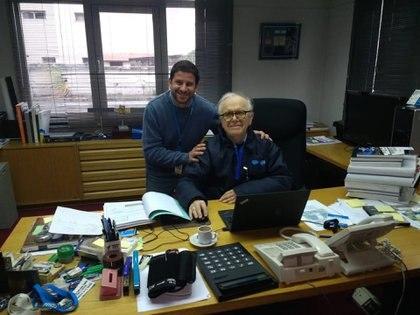 Conrado Franco Varotto en su último día como director de la CONAE junto a uno de sus colaboradores, Gastón Greco