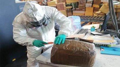 La droga fue procesada por una prueba de narcóticos: el identificador de sustancias dio positivo para metanfetamina (Foto: Guardia Nacional)