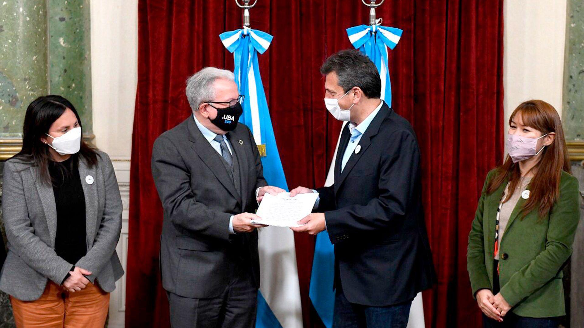 Sergio-Massa-el-congreso-impulsa-la-renovacion-total-del-hospital-de-clinicas