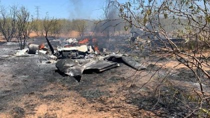 hallaron parte de la aeronave enredada con cables de alta tensión, por lo que se presume que la causa del incidente fueron fallas internas (Foto: Twitter/PuntoyComaCoah)