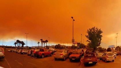 El incendio ha provocado una lluvia de cenizas en distintos sectores de Quilpué y Viña del Mar