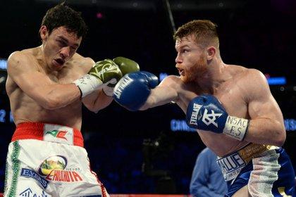 """Julio César Chávez y Saúl Álvarez pelearon el 6 de mayo de 2017, """"Canelo"""" fue el ganador del combate (Foto: Joe Camporeale/Archivo)"""