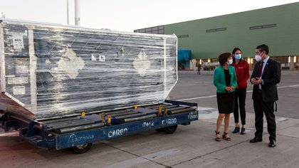 Un nuevo cargamento, dividido en dos tandas, con 4 millones de dosis de la vacuna CoronaVac esperan llegar antes de fines de febrero a Chile