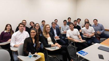 Alfonso Prat-Gay junto a estudiantes argentinos de las principales universidades de los Estados Unidosy Europa