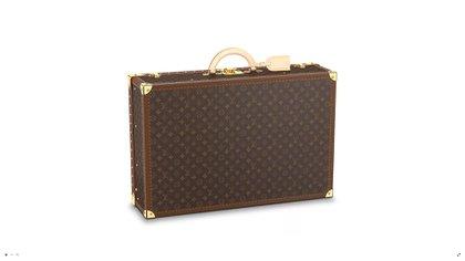 Alzer de 70. Este baúl es uno de los objetos de deseo más emblemático desde la fundación de la maison francesa. Puede alojar hasta 12 pares de zapatos. Se puede personalizar con las iniciales del propietario y se abre mediante una llave única e irrepetible. Un objeto de lujo para un viajero (Louis Vuitton)